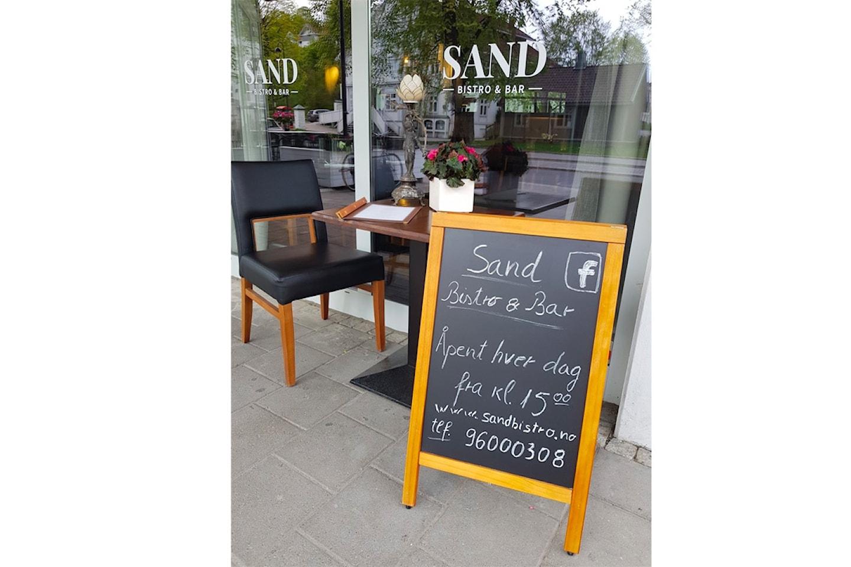 Entrecôte (200 g) inkludert valgfritt tilbehør og saus, med øl eller vin hos Sand Bistro & Bar i Sandvika