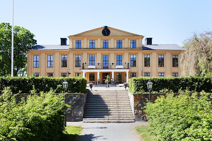 Övernattning inkl tvårätters för 2 på Krusenberg Herrgård