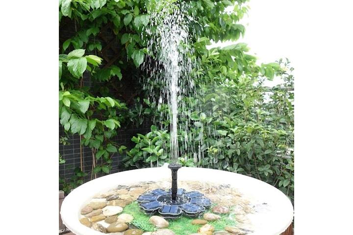 Flytende fontene drevet av solceller