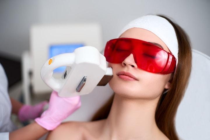 Hydföryngring, pigmentborttagning eller kärlbehandling med IPL+RF Behandling