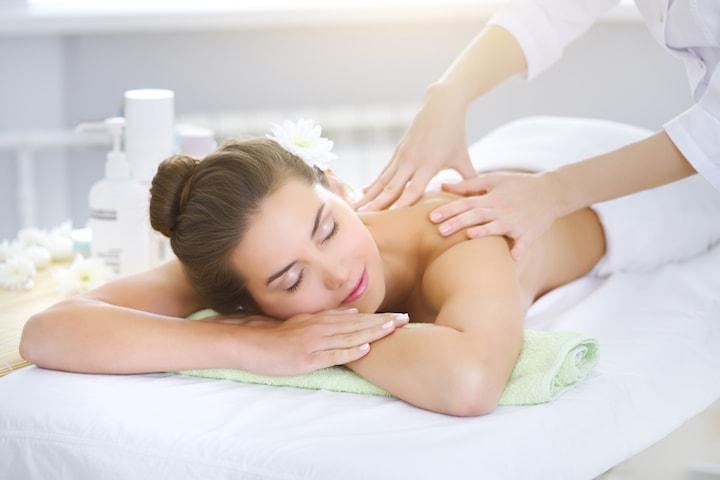 Kombinerad ansiktsbehandling och ryggmassage
