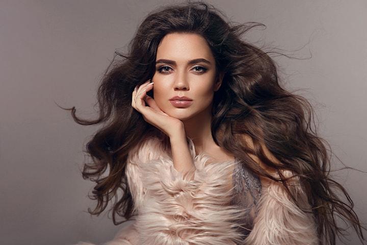 Dameklipp med helfarging, vask, føn og styling hos Vital Beauty Salon