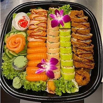 Meny 1, Meny 1, 16 maki (8 kimchi maki og 8 fritert scampi), 12 crispy laks, 12 nigiri (6 flambert og 6 rå), 1 blomst av 5 biter sashimi, ink ekstra tilbehør: ingefær og kimchi salat
