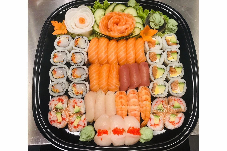 Takeaway med hele 45 biter sushi hos Taste of Asia sentral på Kiellandsplass