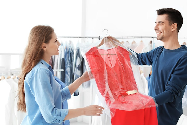 Rens dressen, kjolen, bunad eller 5 skjorter før 17 Mai? hos Fru Hang Renseri i sentrum.