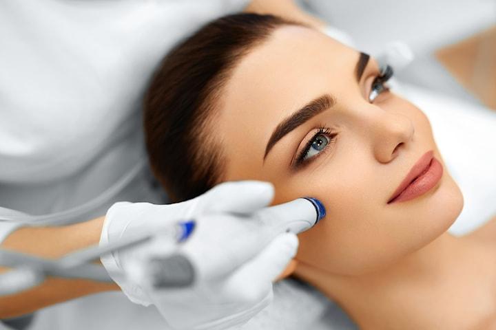 Ansiktsbehandling - Hydra Facial inkl. vitaminboost