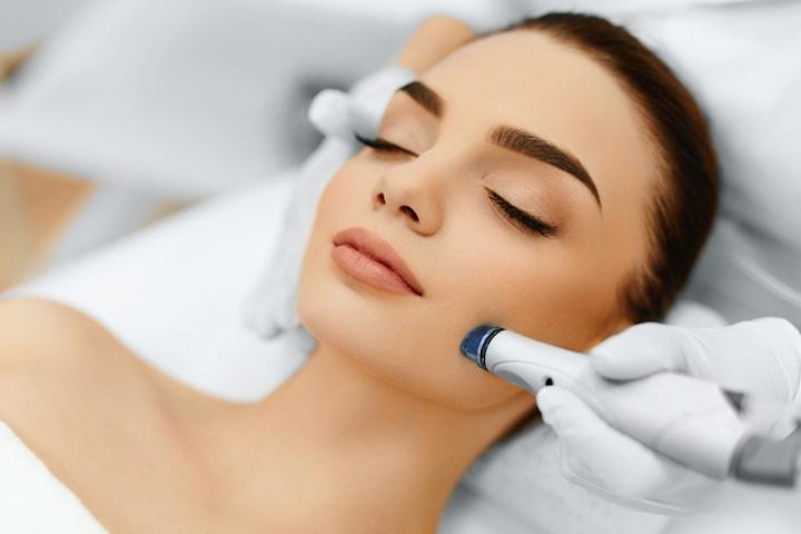 Hydra facial ansiktsbehandling hos Zeylakliniken