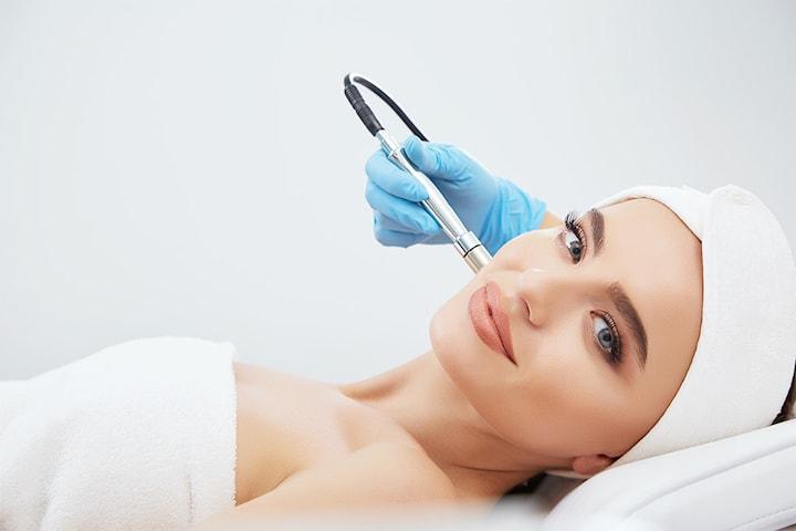 Krystallsliping - skånsom og behagelig ansiktsbehandling hos RP Hudklinikk