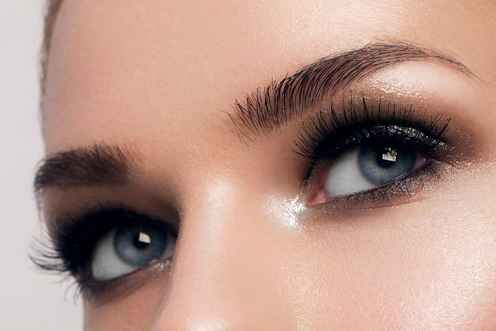 Vippe-extensions, brow lamination og vippeløft hos Makeup by Zoha