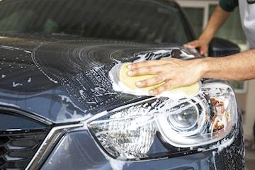 In- och utvändig biltvätt samt vaxning och däckbyte