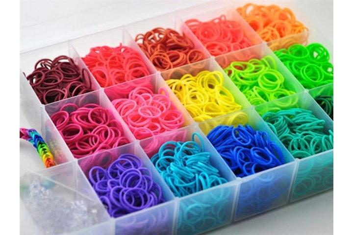 Pyssellåda med 1500 gummiband, blandade färger