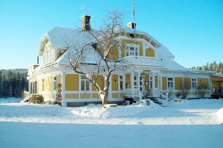 Julbord och nyårspaket för 2 hos Lugnet i Dalarna