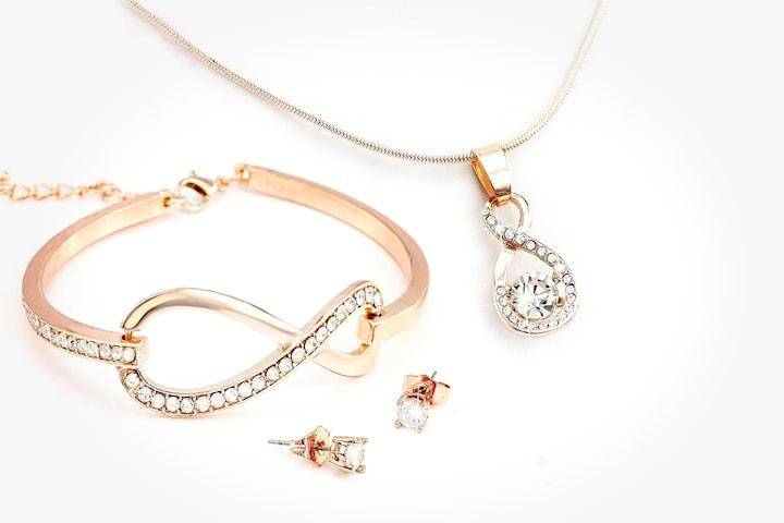 Smykkesett laget med Swarovski-krystaller