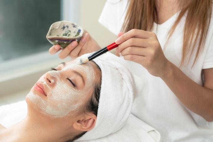 Ekologisk ansiktsbehandling inkl. kemisk peeling