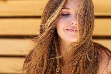 Få friskt, skinnende og rett hår med Nano Keratinbehandling hos Jon Frisør