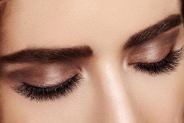 Vippe-extension med eller uten påfyll hos Makeup by Uzma