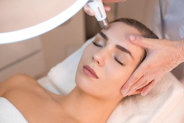 Sliter du med slapp hud eller rynker? Stram opp ett område med Plasmapen hos Pilotte Skjønnhetssalong