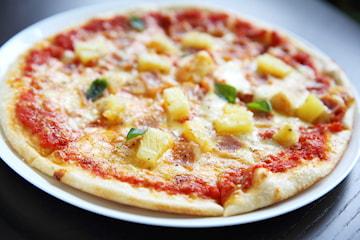 Pizza hos Pizzeria Lazio