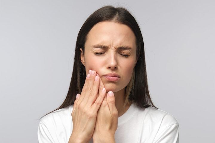 Bli kvitt migrene eller tanngnissing med medisinsk injeksjon hos Korpeveien Legeklinikk
