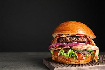 Takeaway! Valgfri juicy superburger (120g) med fries hos Brooklyn Burger Joint