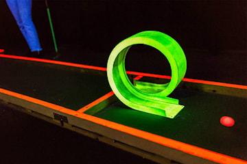 Blacklight Minigolf på Laserdome