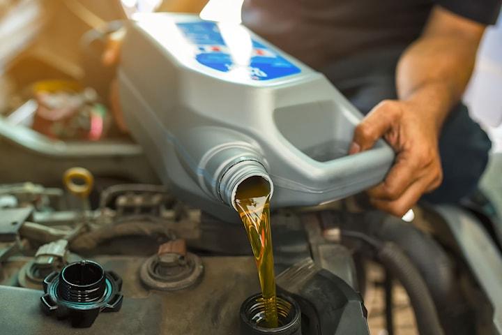 Oljeskiftservice med 1 års gratis veihjelp på bilen hos Askim Bil & Karosseri. Inkl. olje+oljeskift, samt full diagnosesjekk
