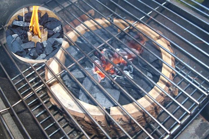 Portabel grillstubbe med grillkol omsluten av alträ 2-pack