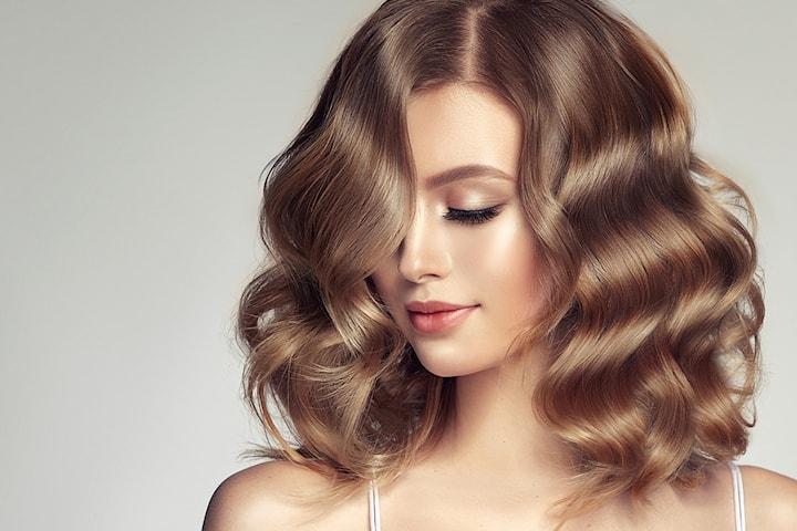 Frisk opp håret med hårkur og dameklipp inkl. vask, føn og styling hos Beauty Paradise frisør