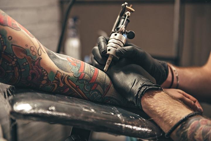 Få en 12 + 12 cm eller quarter half sleeve hos Tattoo Studio Kunst