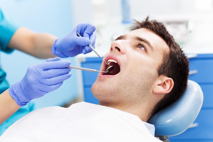 Tandundersökning med lättare tandstensborttagning