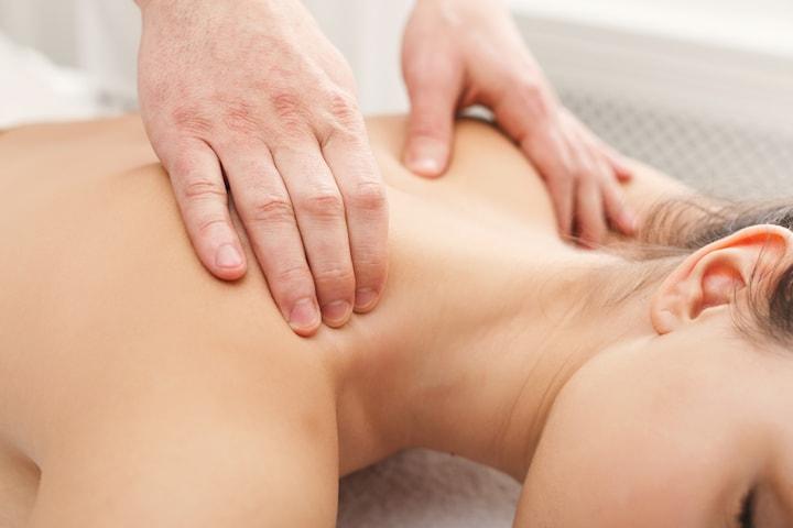 30 min axel- och ryggmassage hos Unikvård