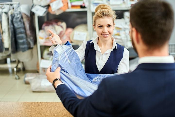 Halv pris på kjemisk rens av dress eller kjole hos Sofies rens