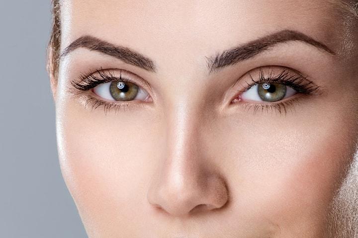 Få et naturlig våkent blikk med vippeløft hos Makeup by Uzma