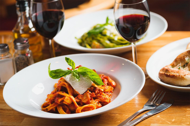 Italiensk 3-rätters meny inkl. ett glas vin/öl (1 av 6)