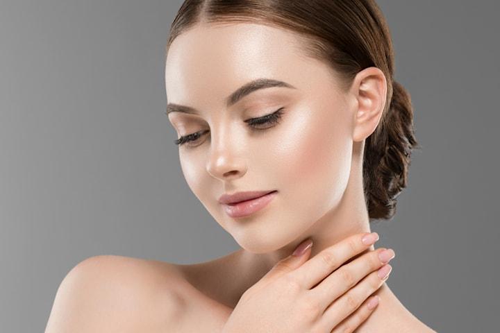 Ansiktsbehandling med Vitamin C inkl. brynformning