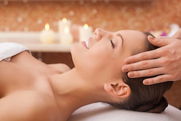 Ansiktsbehandling + rygg og nakke massasje hos Be Beauty sentralt i Karl Johans gate
