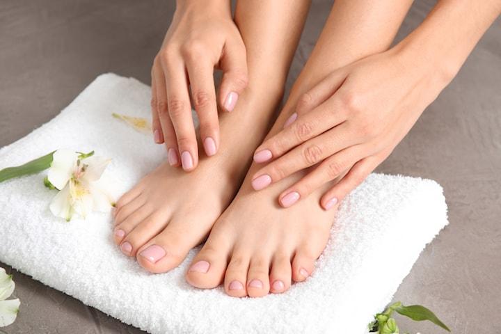 Fot-spa med nagellack eller gelleck