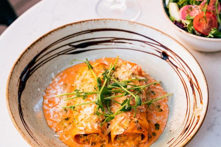 Pasta Cannelloni inkl. vin/cava/öl på Daily's Bistro